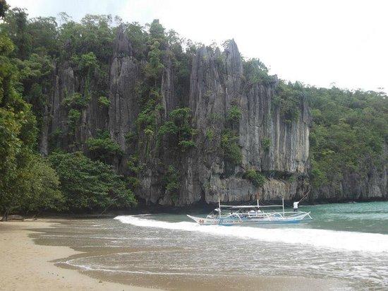 Puerto Princesa Underground River : welcome beach going inside the underground river of Plawan,Phillipines