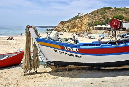 Filhas do Mar: Boat on Salema beach