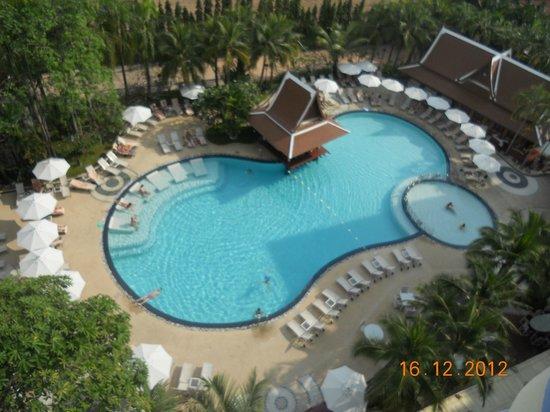 โรงแรมเมอร์เคียว พัทยา: la piscine