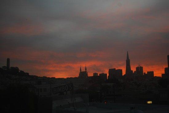 Columbus Motor Inn: Beautiful sunrise from our room