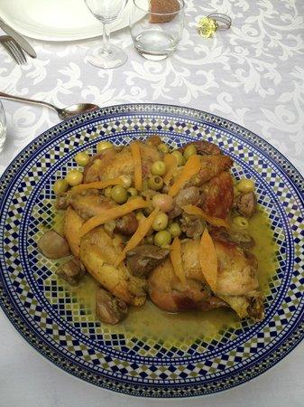 Dar Tougga: Tajine de poulet aux citrons