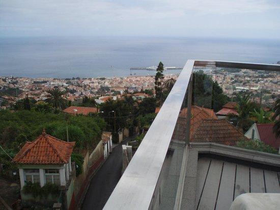 Quinta Mirabela: Blick von der Pool-Terrasseüber Funchal