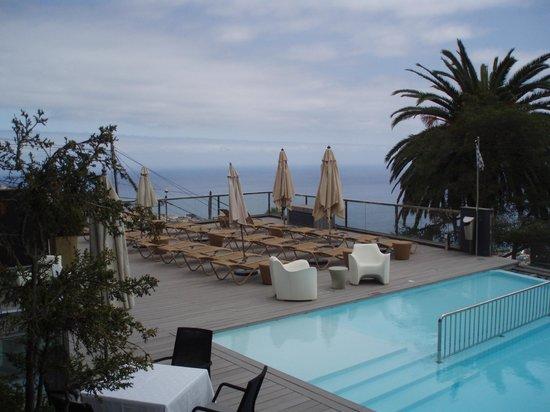 Quinta Mirabela: Pooldeck mit Aussicht, vom Zimmer aus photografiert