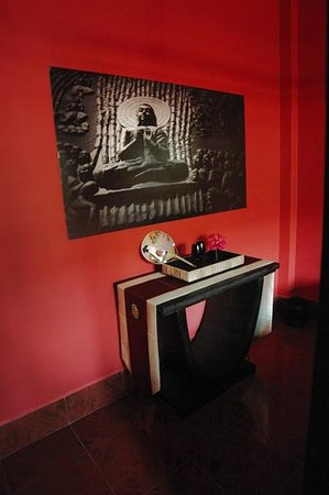 Serenite Guesthouse: Red Room detail