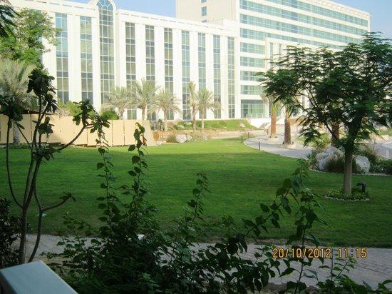 فندق ميلينيوم: backyard garden... 