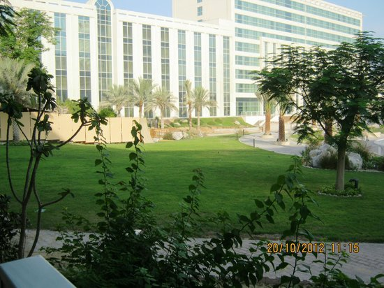 Millennium Airport Hotel Dubai: backyard garden...