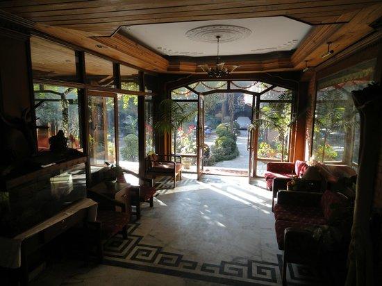 نيرفانا جاردن هوتل: Lobby in the backbuilding 
