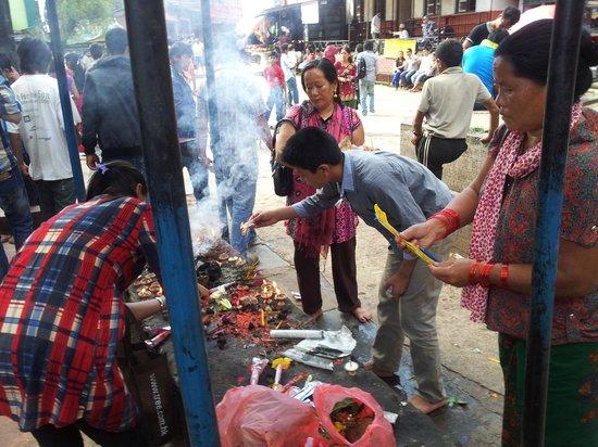 Manakamana Temple: Puja gardai