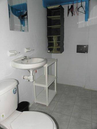 Hotel Maria del Pilar : bathroom 8