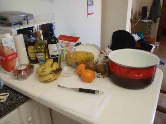 Paradise Court Aparthotel : Jag gjorde Sangria i köket.