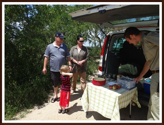 Elandela Private Game Reserve: ANOTHER PIC NIC WITH ARNO! THE FOOD WAS SUPERB!!!