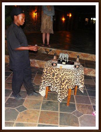 Elandela Private Game Reserve: WE RECEIVED A AMARULA EVERY EVENING BEFORE DINNER!