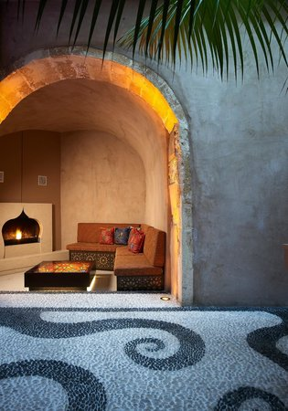 Fatma Hanoum Boutique Hotel: Fireplace