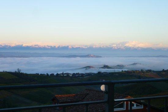 Treiso, Italia: panoirama dalla terrazza grande