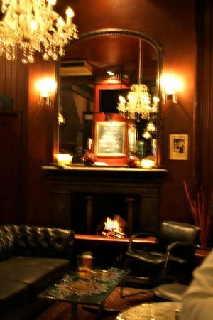 The Drayton Arms: a bit blurry but shows the nice decor!