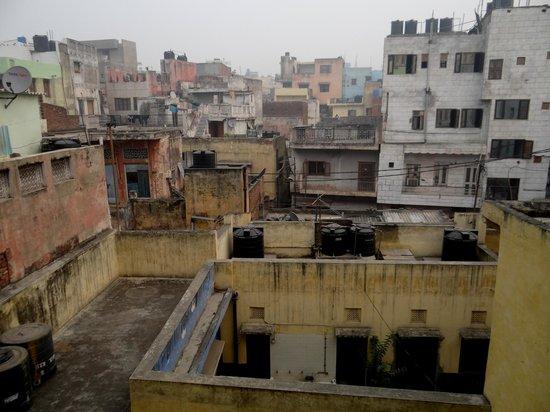 Hotel Namaskar: zicht vanuit kamer op (rustig) binnengebied