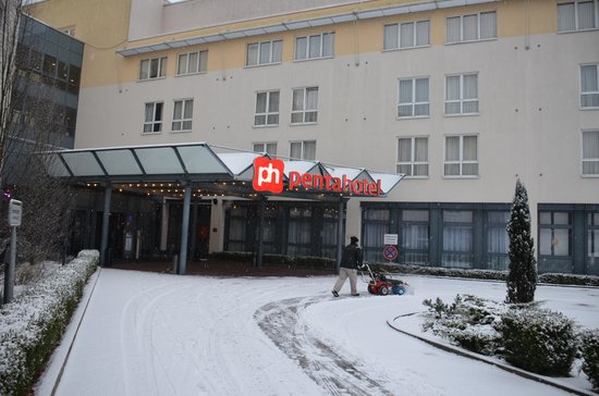 pentahotel Berlin-Potsdam: 雪かき