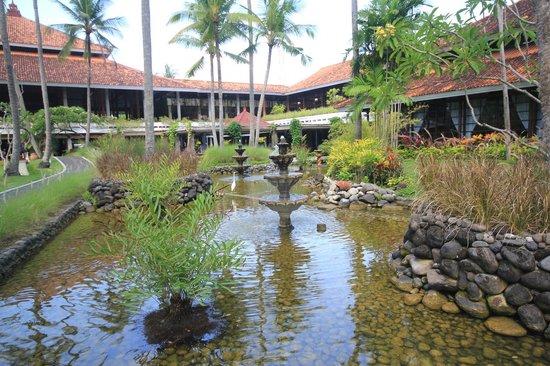 Melia Bali Indonesia: Garden at Melia Bali