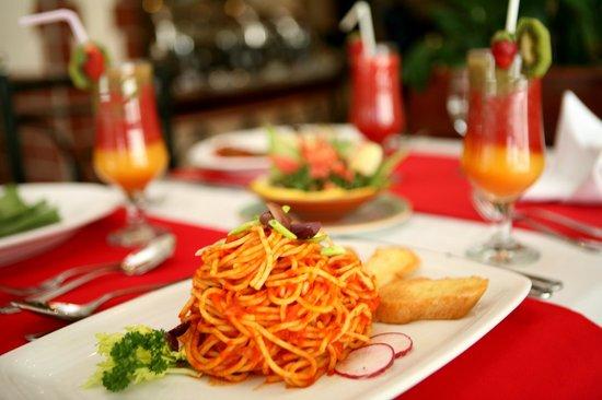 Khalidia Hotel Apartments: Food Presentation