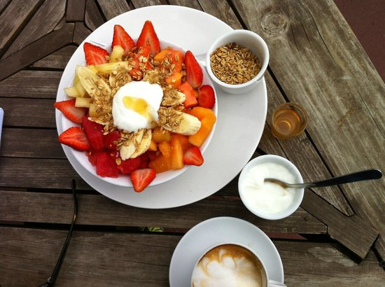 "La Casaca: 30 Quezal: less the 4 Dollars - great ""Ensalade de frute with honey, grenolas and jogurth"