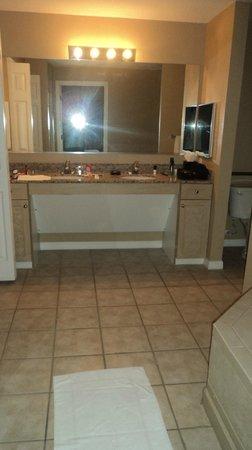 WorldQuest Orlando Resort: banheiro da suíte master