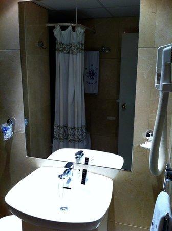Hotel Madrid Torrejon Plaza : Bathroom