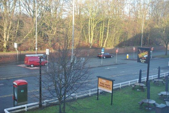 Premier Inn Manchester (Heaton Park) Hotel : Vista dalla nostra camera al 2° piano