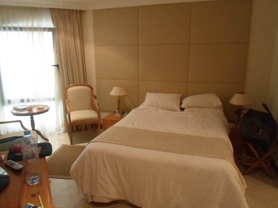 Dubai Marine Beach Resort and Spa: room