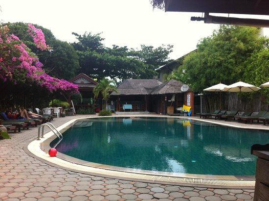 World Resort Bungalow: Swimming pool