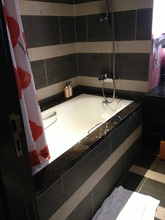 Resorts World Sentosa - Festive Hotel: bathroom