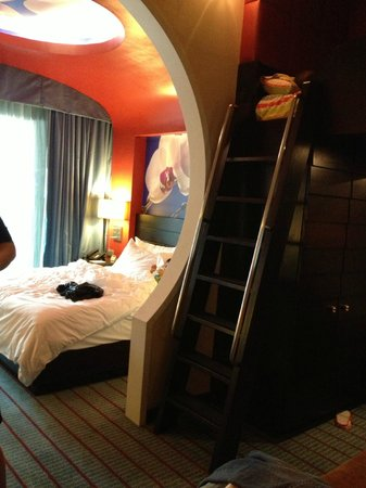 Resorts World Sentosa - Festive Hotel: room