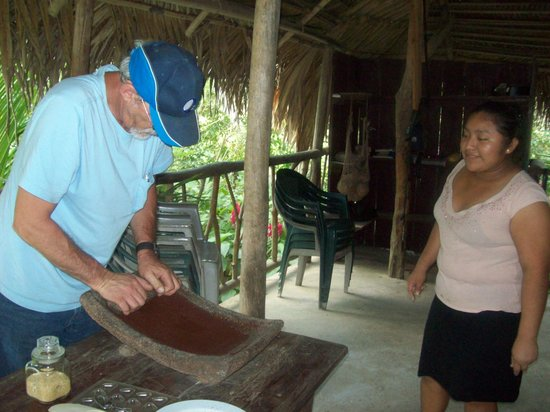 IXCACAO Maya Belizean Chocolate : making chocolate the traditional way
