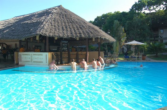 Baobab Beach Resort & Spa: Swim up bar in Maridadi