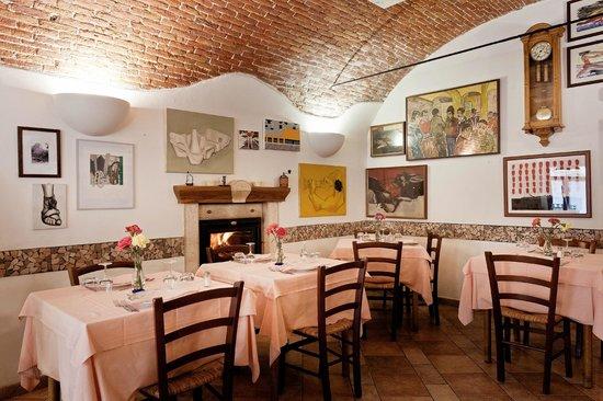 Trattoria Piemontese: La saletta con il caminetto