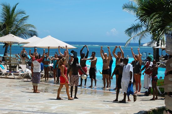 Baobab Beach Resort & Spa: Morning entertainment and group activity