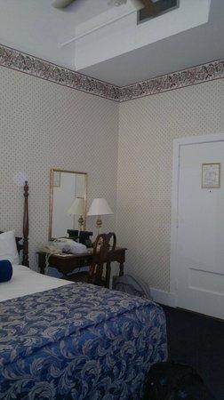 Menger Hotel: Bed