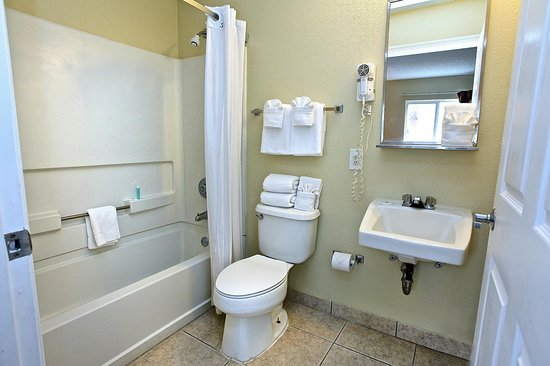 Stay Suites of America: Guest Bath