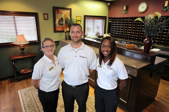 Stay Suites of America: Front Desk and Staff