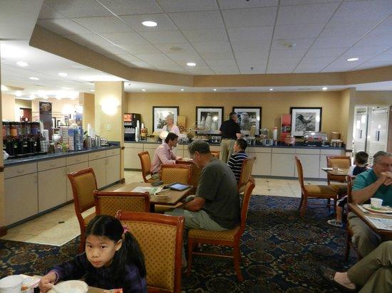 Hampton Inn Dayton/Huber Heights: breakfast area