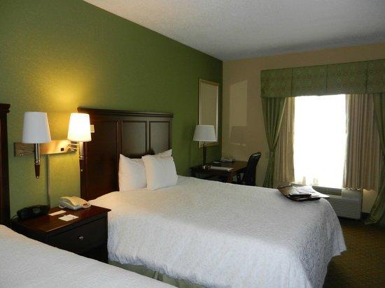 Hampton Inn Dayton/Huber Heights : beds