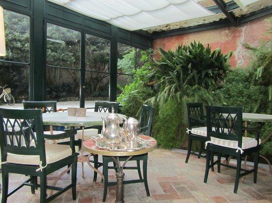 Albergo Pietrasanta: La sala della colazione nella veranda invernale