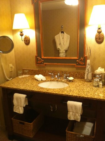 The Lodge and Spa at Callaway Resort & Gardens: The vanity. The robe is hanging in the mirror.