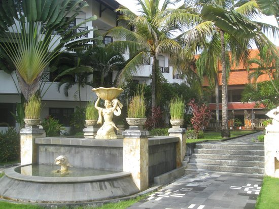 Club Bali Mirage: Fountain in Hotel Grounds