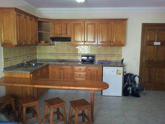 Residencial El Conde: Kitchen area