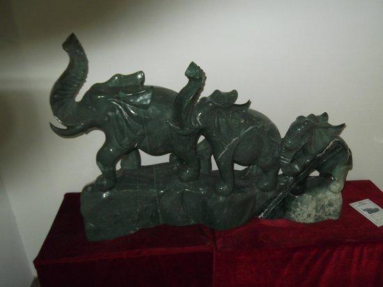 Run-ze Jade Garden: Jade elephants