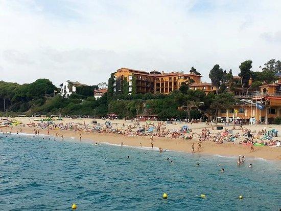 Rigat Park & Spa Hotel: Vistas desde un barco de la playa de Fenals i el hotel Rigat