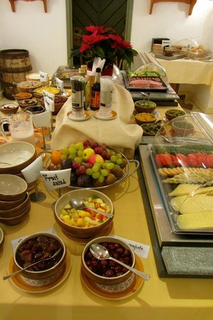 St. Petersbourg Hotel: Breakfast at Hotel St Petersbourg, Tallinn