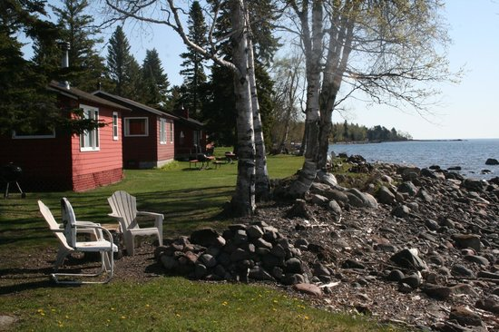 Little Marais Lakeside Cabins: You don't get any closer to the waters of Superior without getting wet!