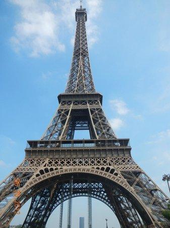 โรงแรมอาโกราแซงท์แชร์แม็ง: Eiffel Tower