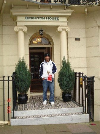 Brighton House : Front entrance to hotel
